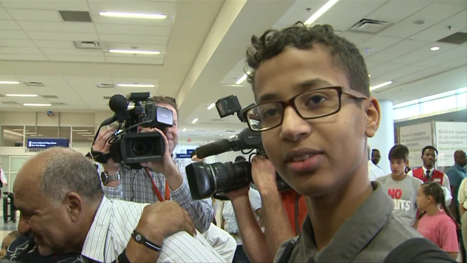 'Clock Boy' Ahmed Mohamed Returns to the U.S.