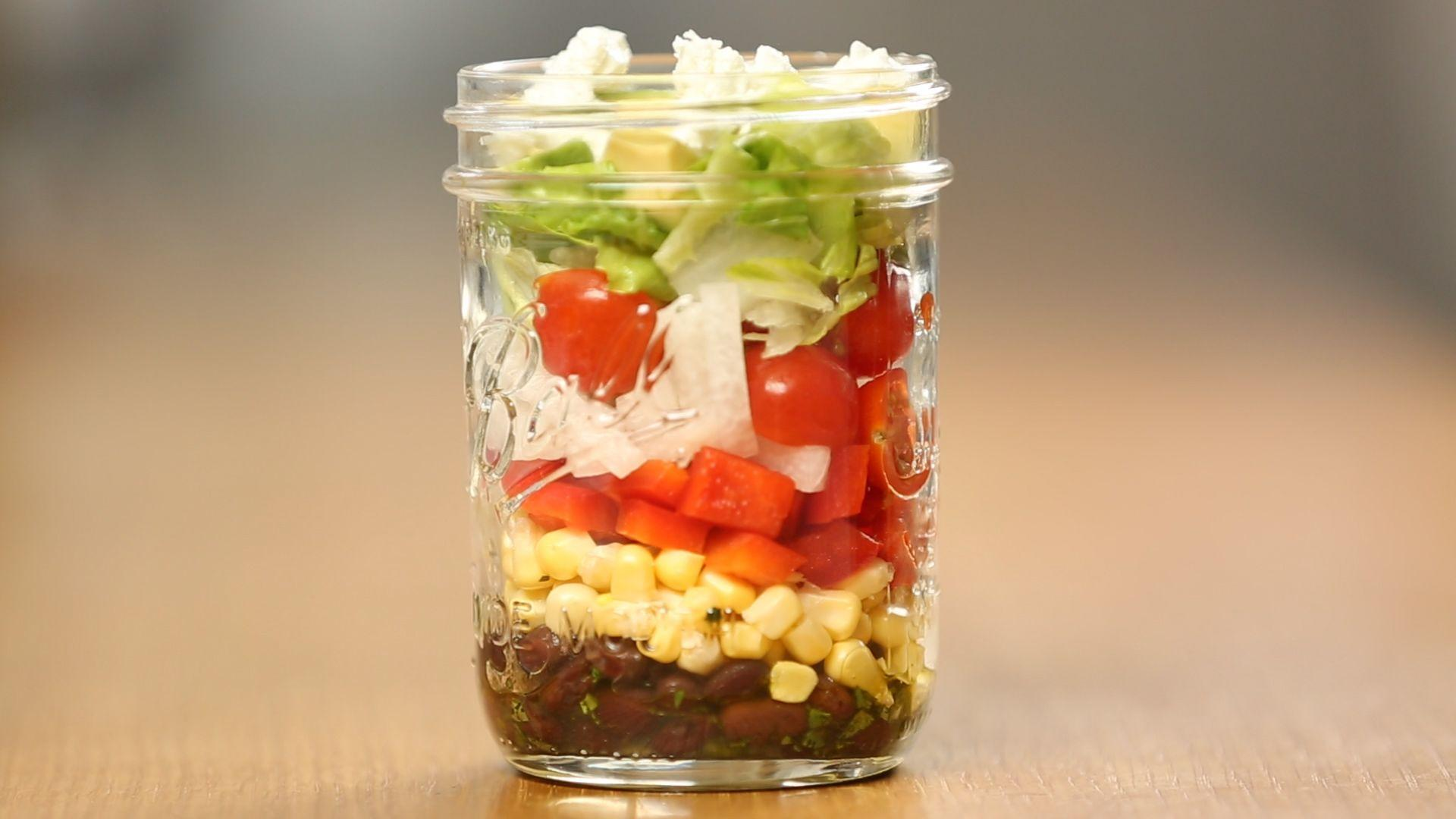 How to Make a Healthy Fiesta Mason Jar Salad