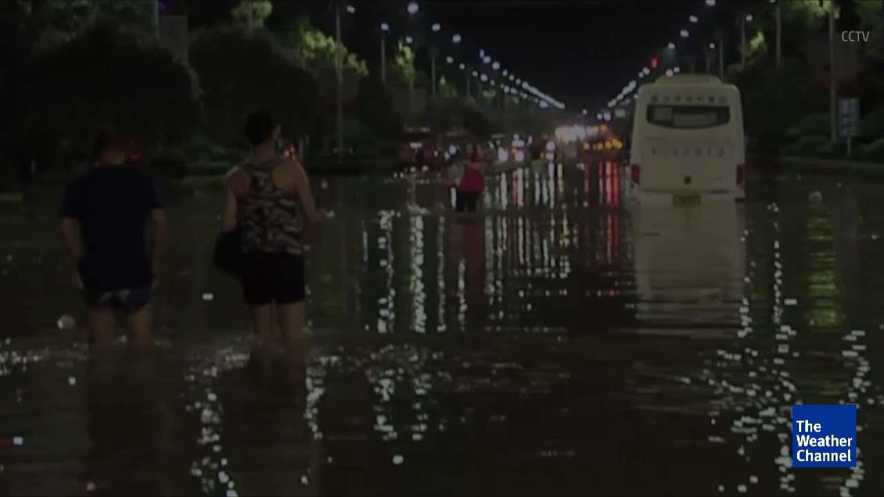 Hundreds Dead or Missing in China Flood