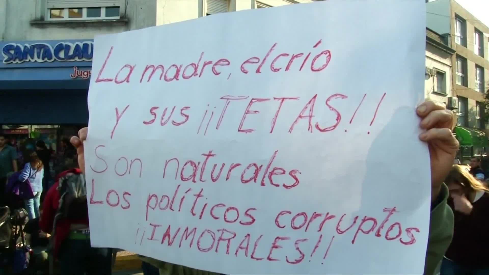 Argentine women protest shaming of public breastfeeding