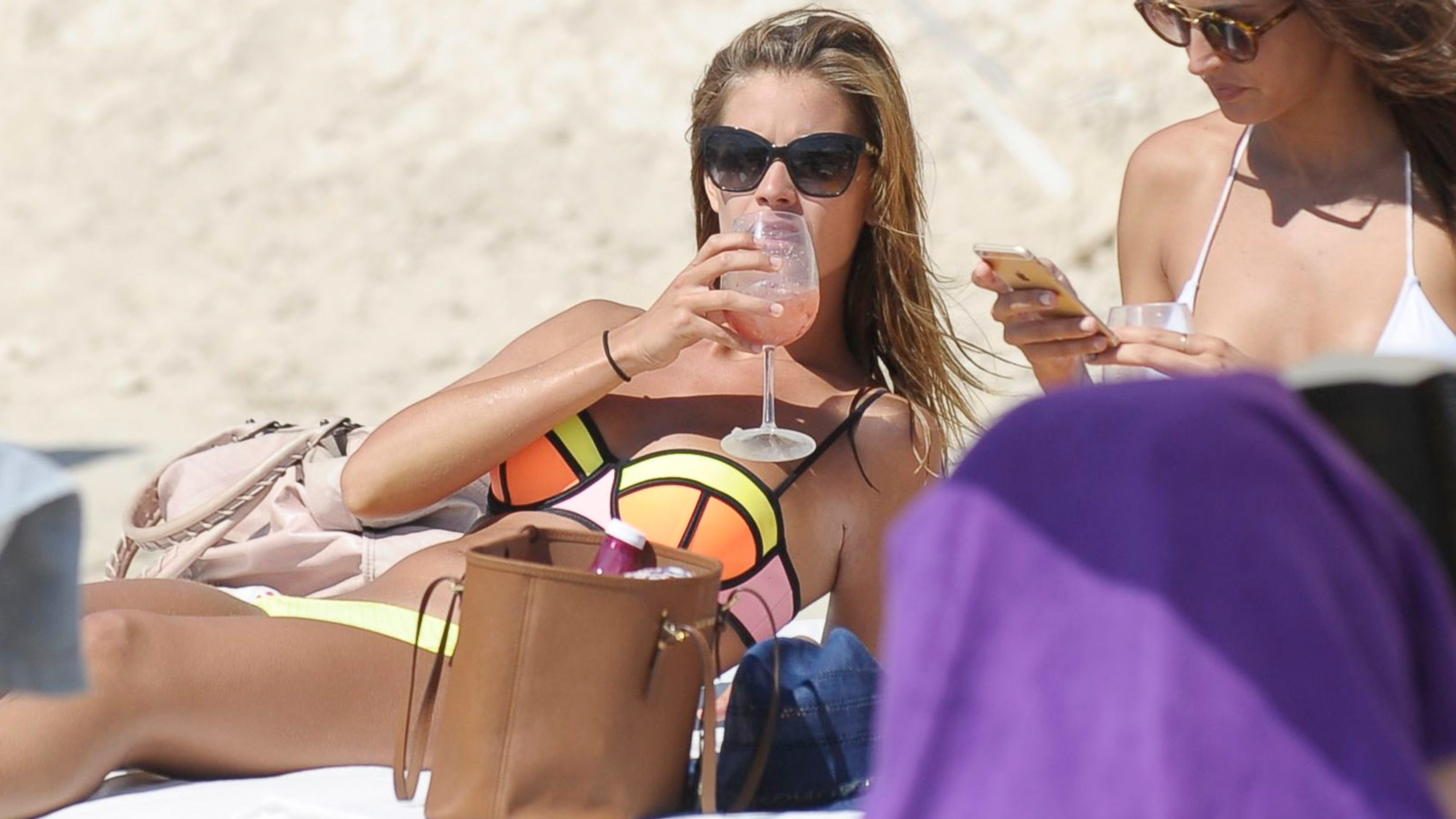 The 9-Step Celebrity Guide to Relaxing at the Beach