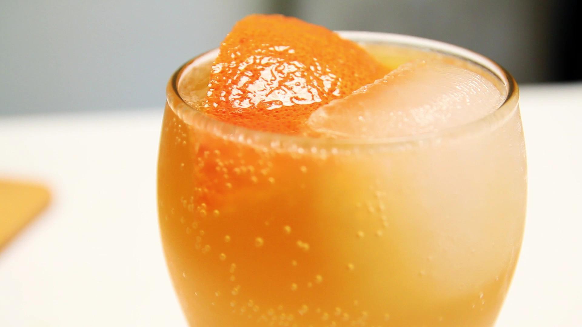 Refreshing Rum and Grapefruit Cooler Recipe