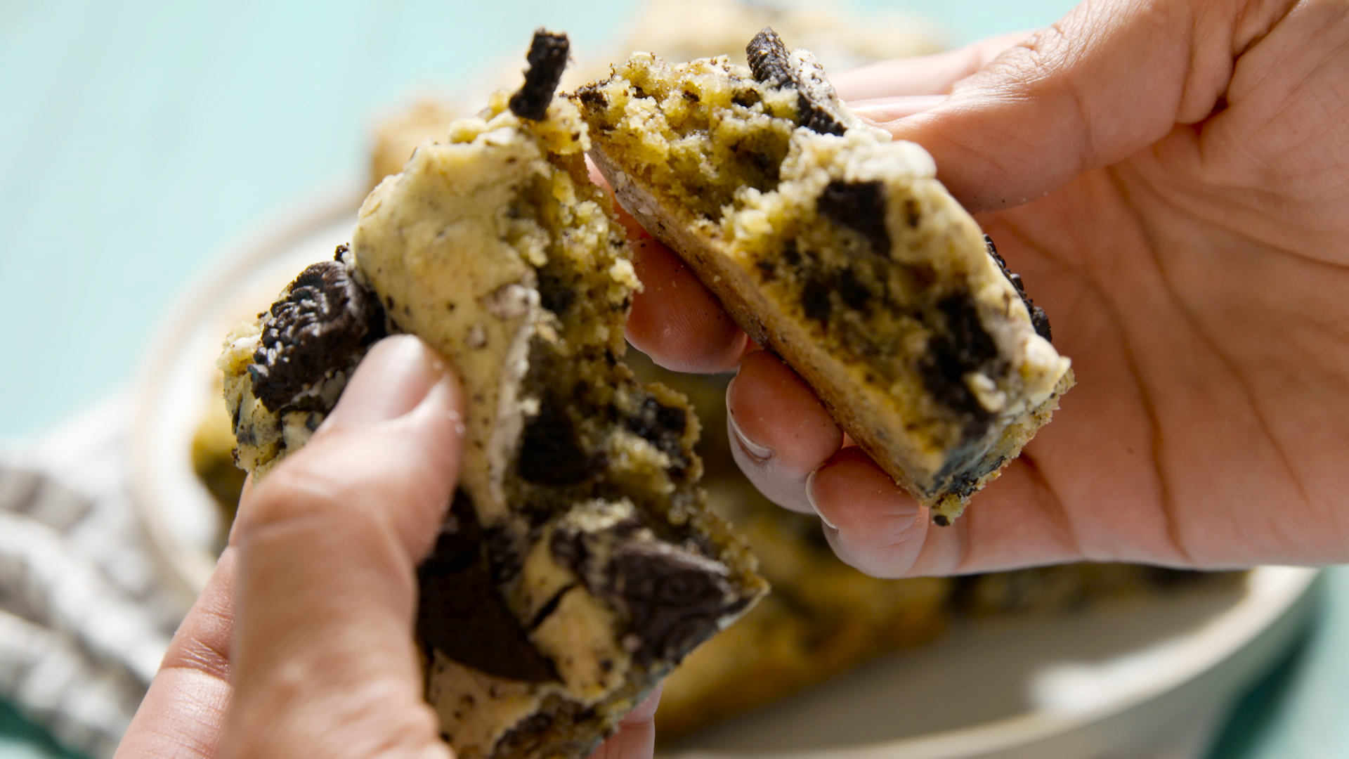 Cookies 'N' Cream Blondies