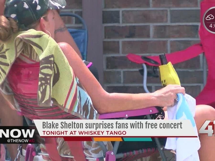 Blake Shelton surprises fans in Kansas City