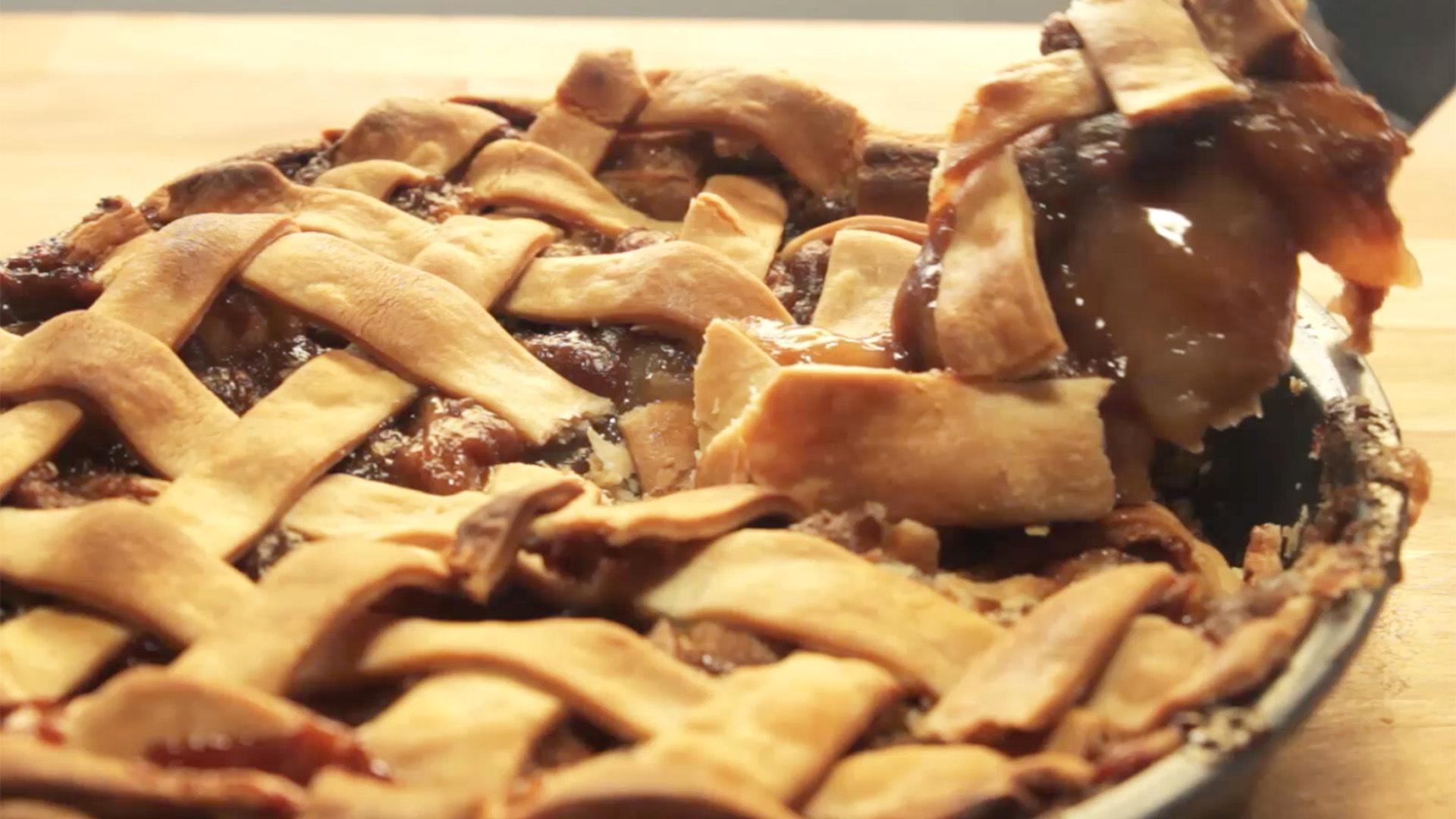 Cinnamon Roll Apple Pie, More American Than Apple Pie