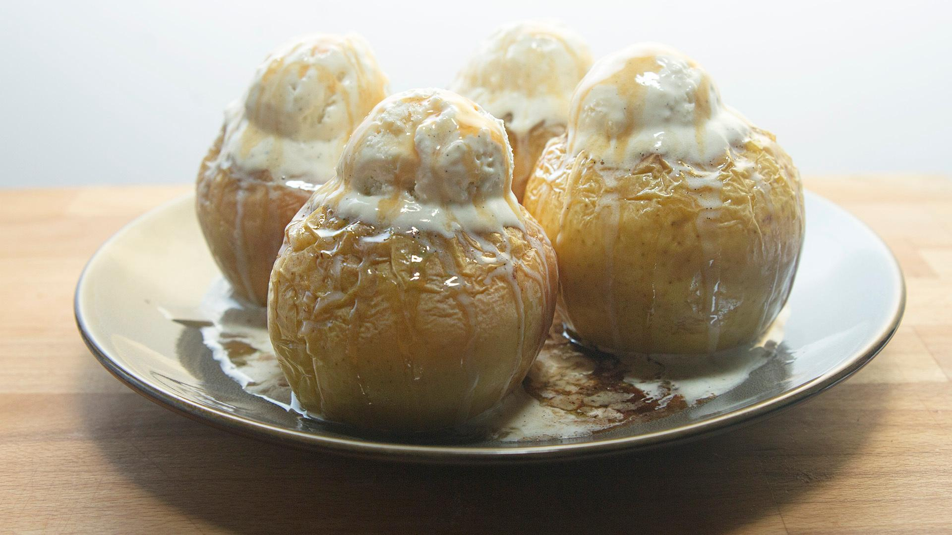Baked Apples with Ice Cream, Like Apple Pie Ala Mode Without the Crust