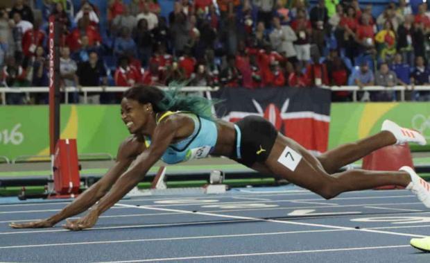 Shaunae Miller Dives for 400m Gold