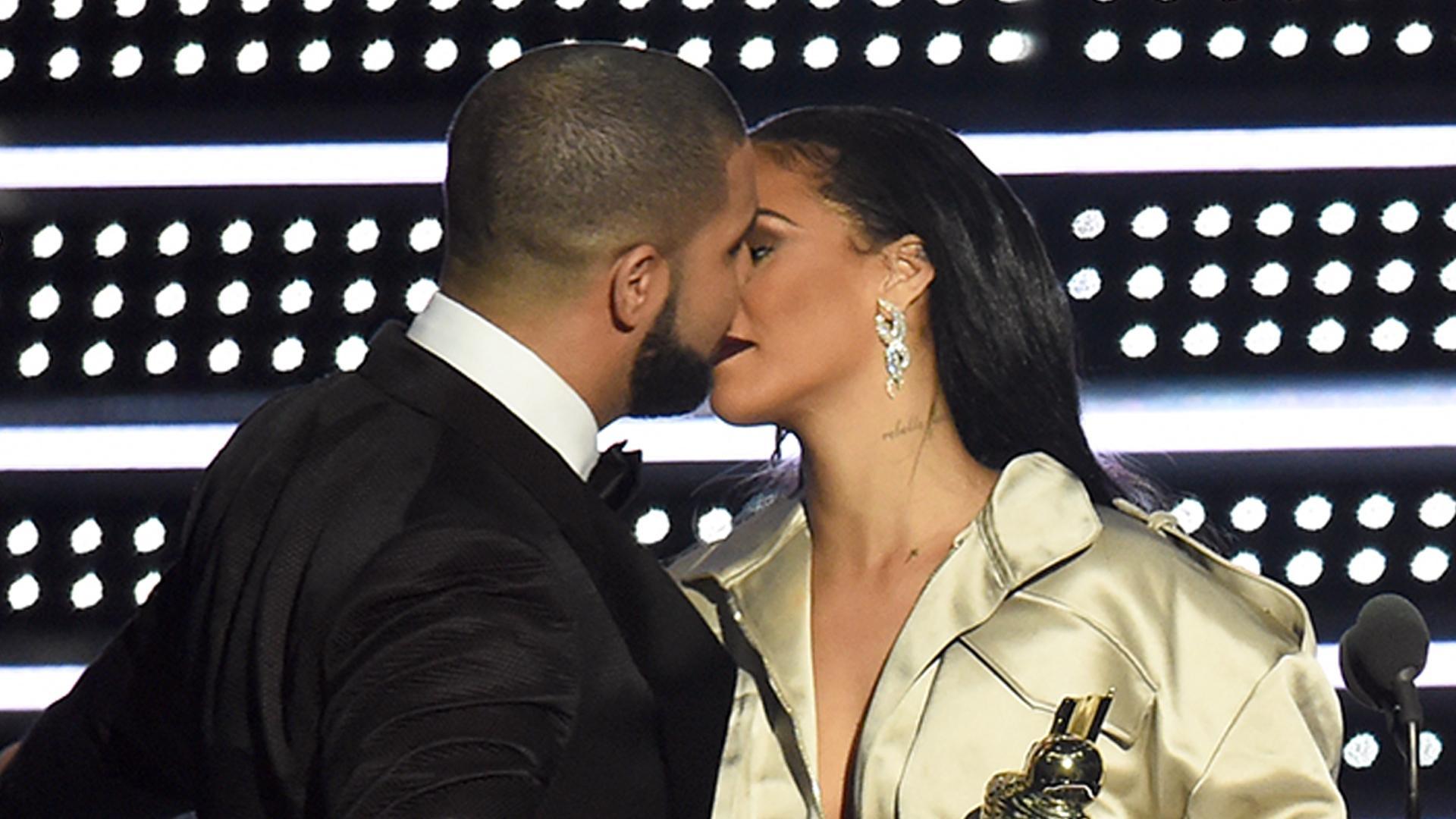 Drake Professes Love For Rihanna On Stage at 2016 MTV VMAs