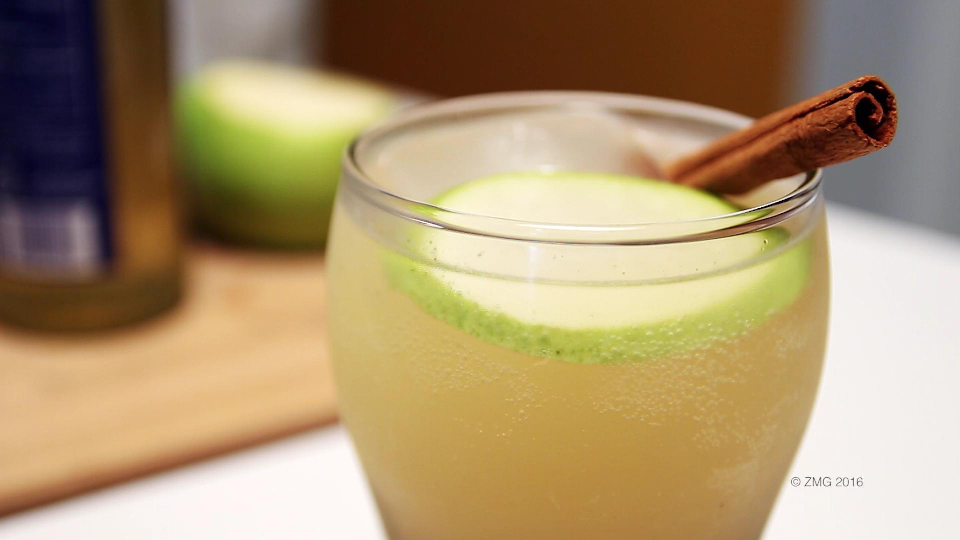 How to Make a Spiced Pear Cider Cocktail