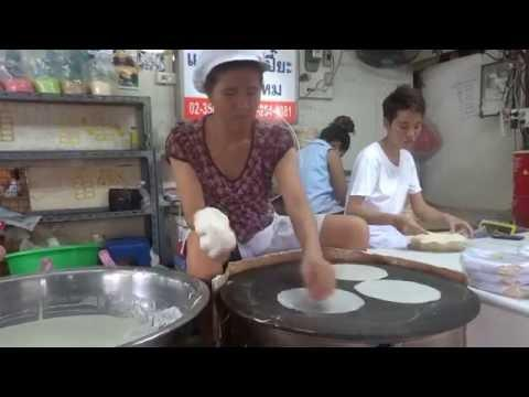 Bangkok Street Vendor Shows Incredible Skill in Making Rice Sheets