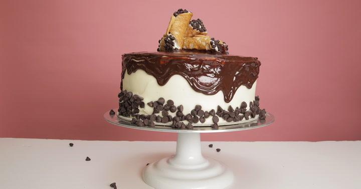 You're Going to Love This Cannoli Cake