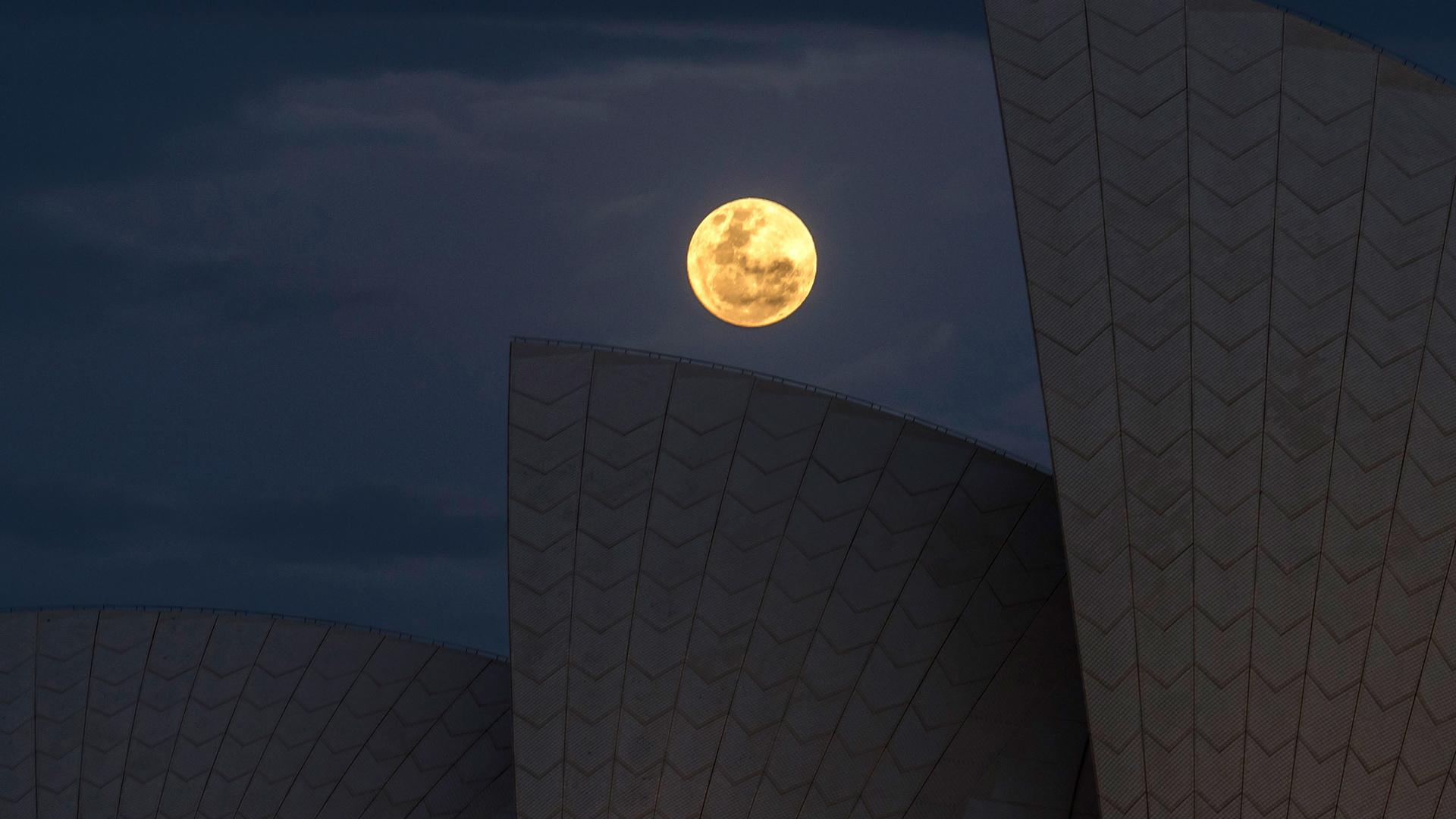 10 Unbelievably Beautiful Photos of This Week's Supermoon