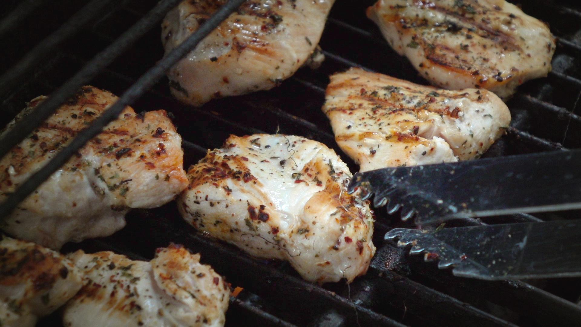 This Is What the White Striping on Your Chicken Breast Really Means