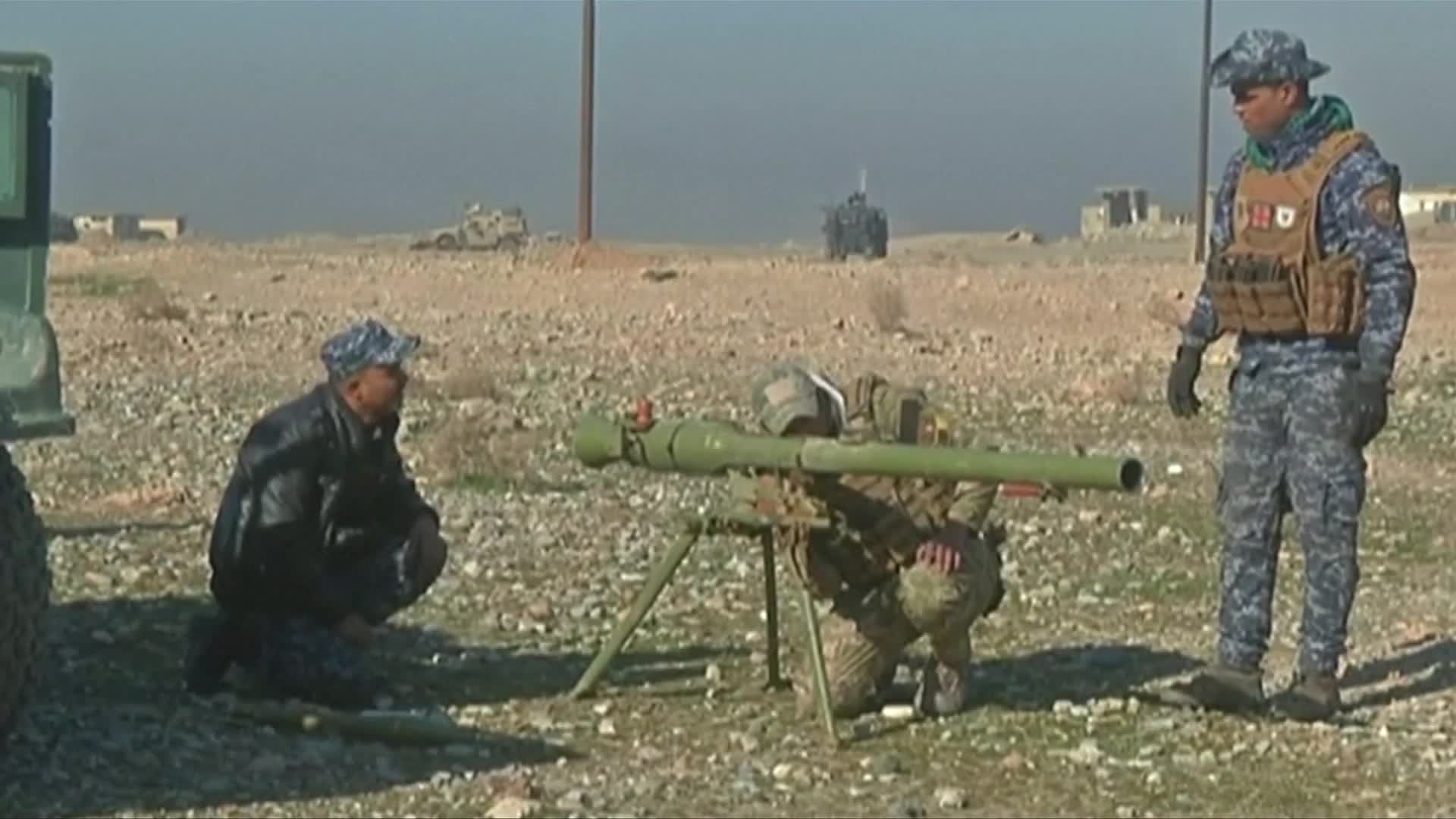 Iraqi forces battle their way towards Mosul airport