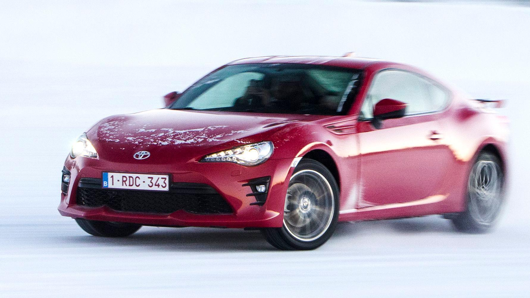 2017 Toyota GT86 adds track mode to a new face