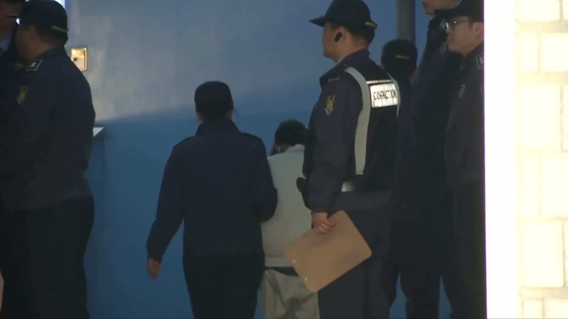 Hundreds of thousands protest against South Korean president