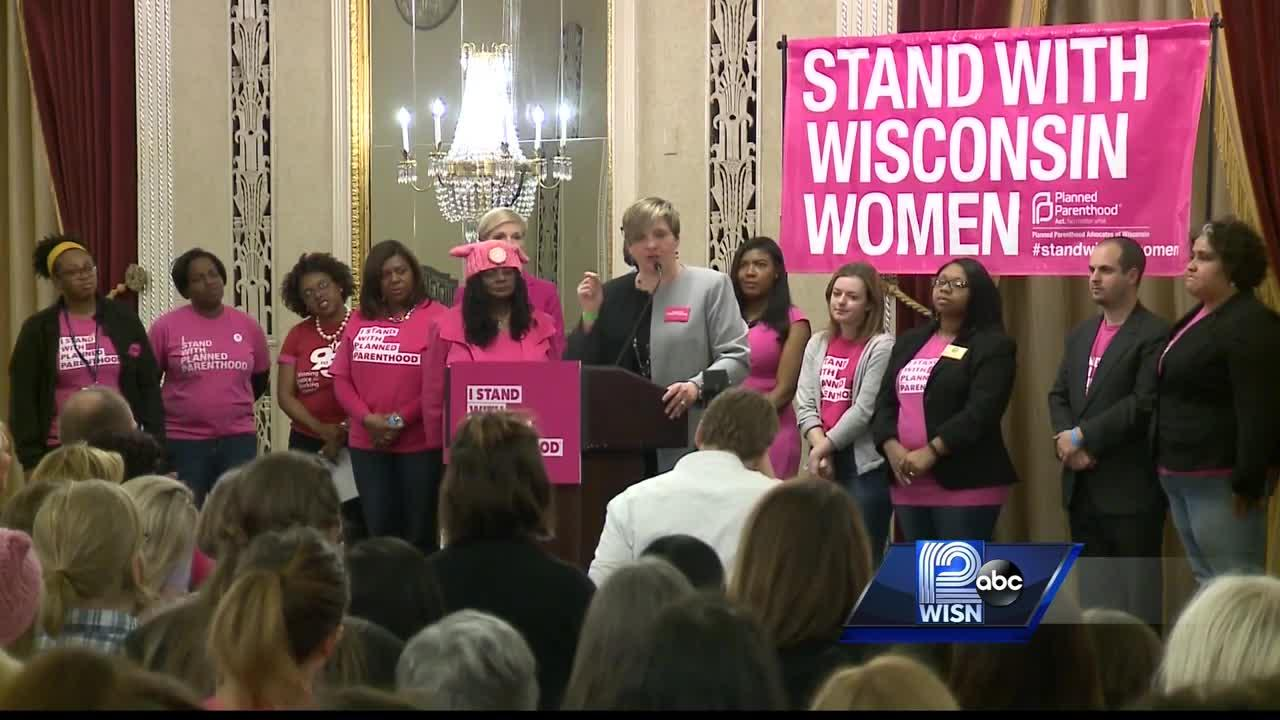 Hundreds gather against defunding Planned Parenthood