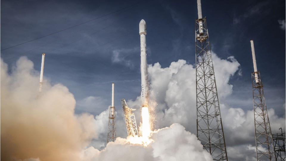 SpaceX Have Two Clients Flying To The Moon
