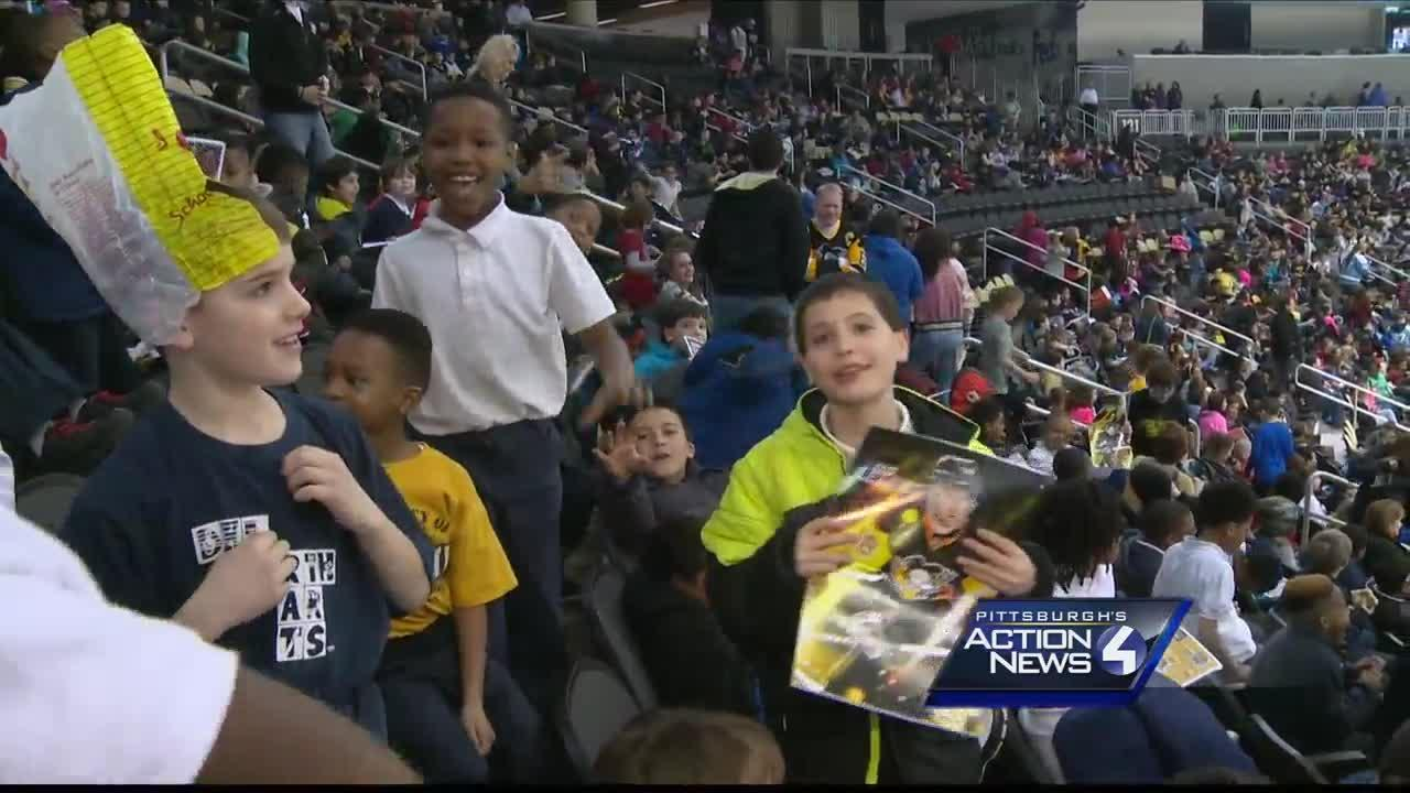 Thousands of children enjoy field trip to Penguins practice at PPG Paints Arena