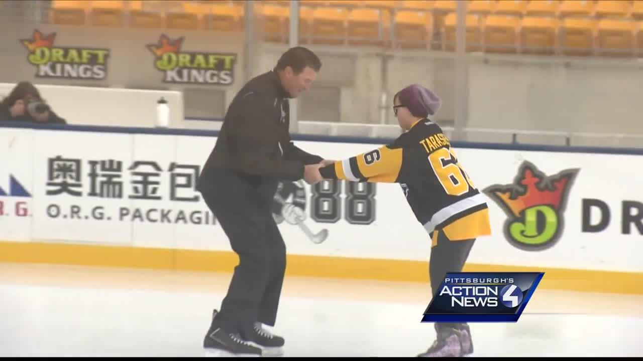 Mario Lemieux goes back on the ice to make cancer patient's dream come true