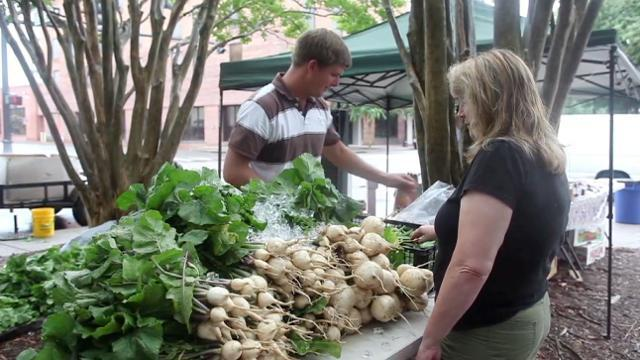 Palafox Market Makes a Difference with Local Farmers