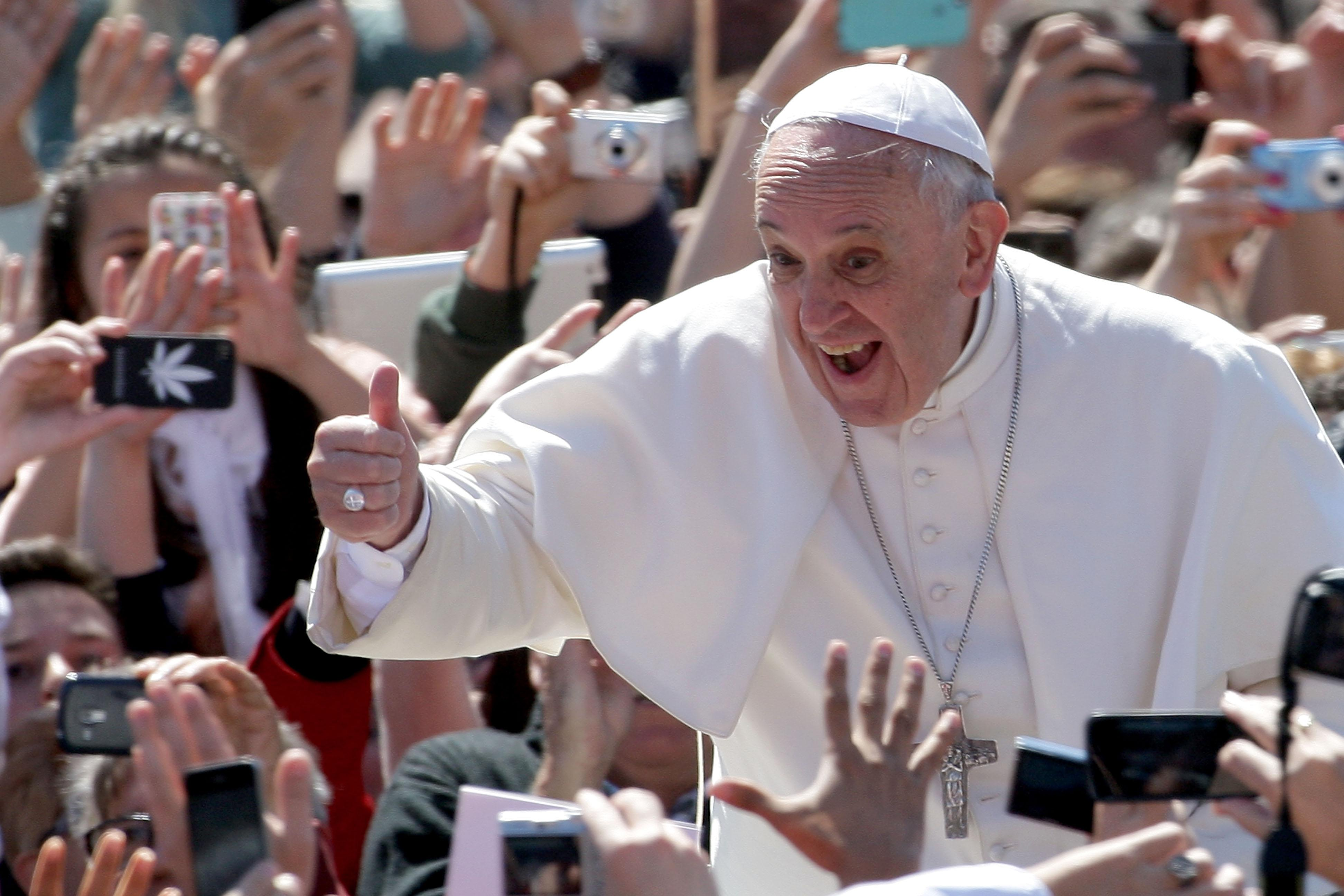 Watch: Young girl steals Pope's skullcap