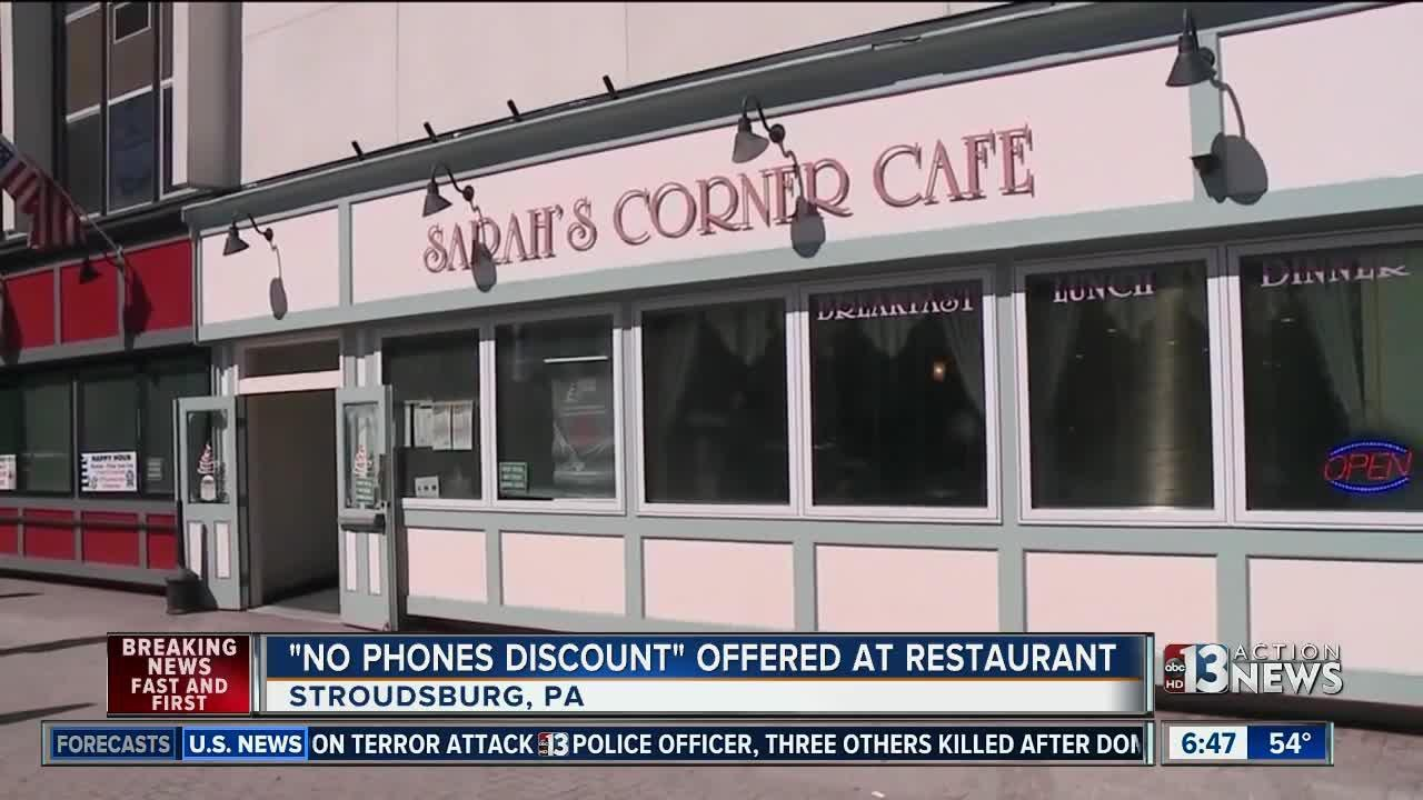 Pennsylvania cafe giving discount for no phones