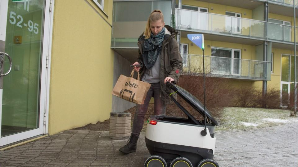 A Robot That Delivers Food To Your Door