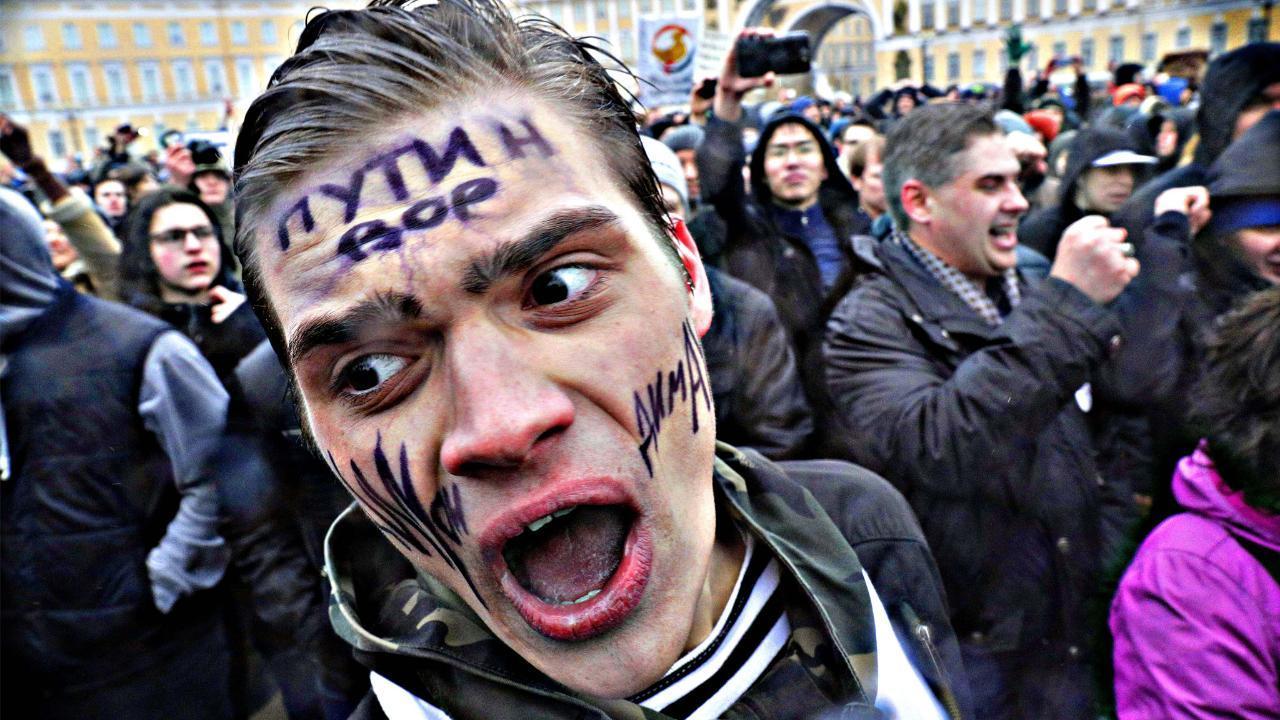 Russia crackdown on Putin opposition