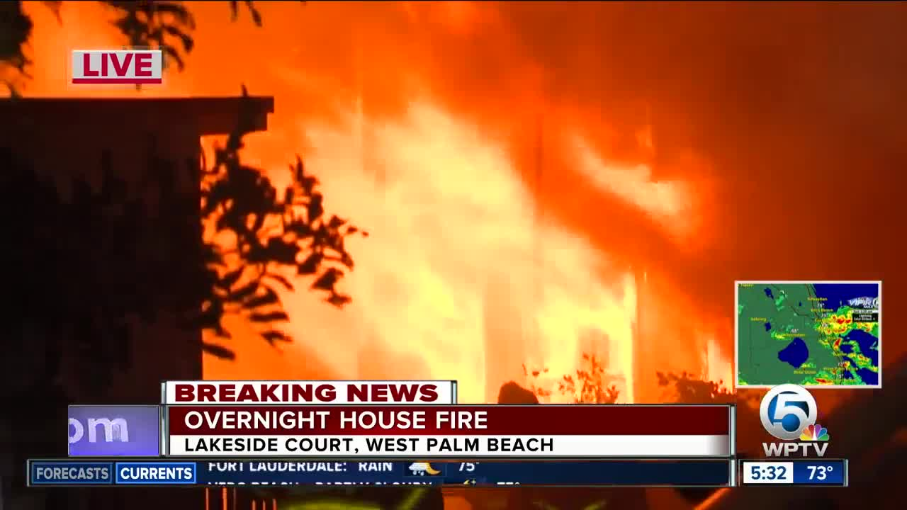 Firefighters extinguish abandoned house fire in West Palm Beach