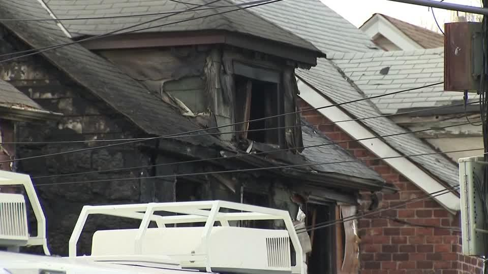 Fire kills five in Queens, New York