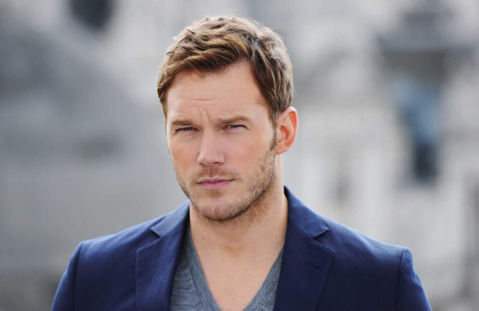 Chris Pratt Says He Doesn't Like Taking Pictures With FANS!?