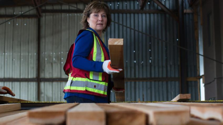 B.C. Premier pledges to 'fight' for softwood lumber workers