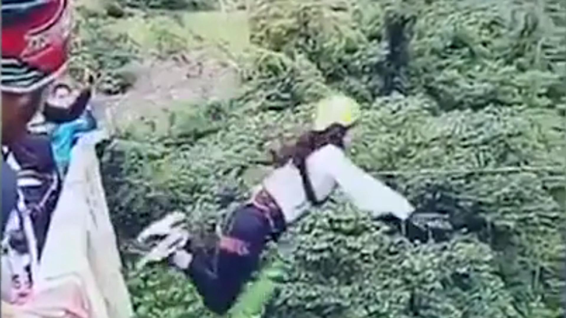 Woman CRASHES to the Ground in Horrific Bungee Jumping Accident (WARNING: Graphic)