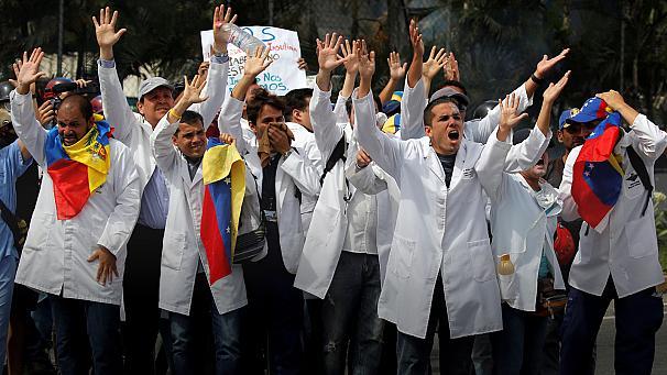 Venezuelan health workers march against Maduro