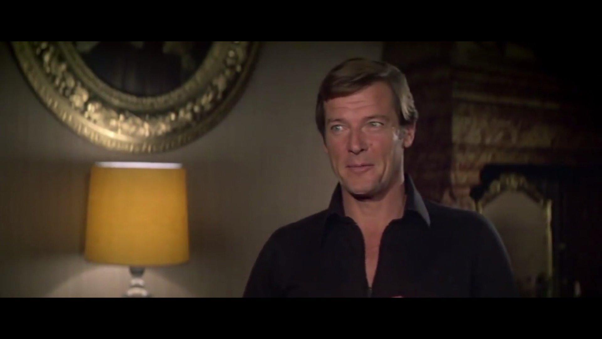 Legendary James Bond Actor Sir Roger Moore Dies at 89