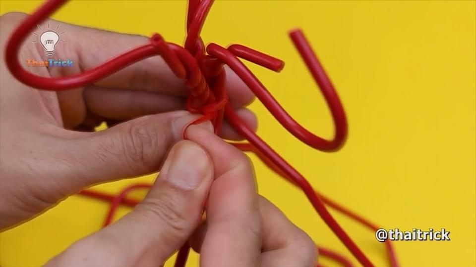 Vlogger shares clever DIY kitchen tricks