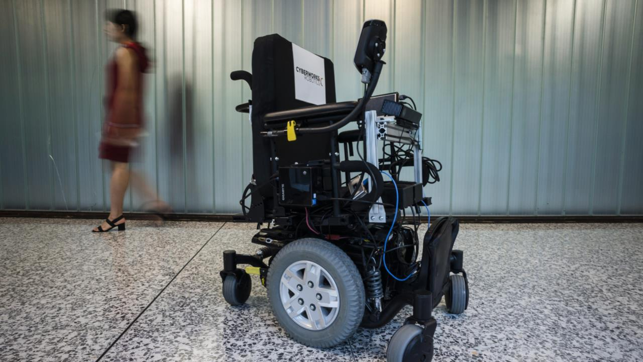 Canadian researchers show off self-driving wheelchair system
