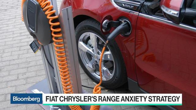 Chrysler Tackles Range Anxiety as It Touts Minivan