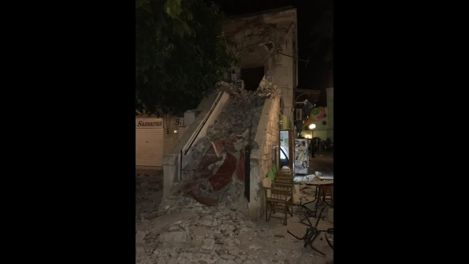 Floods and damaged buildings in Kos after quake, amateur video shows