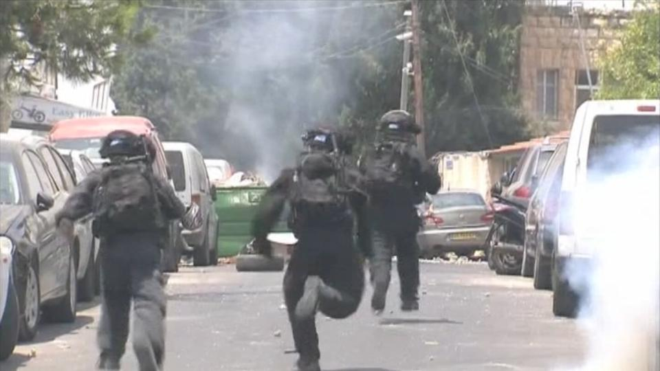 Muslim protesters clash with police in central Jerusalem