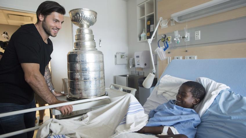 Kris Letang brings Stanley Cup to kids in Montreal hospital