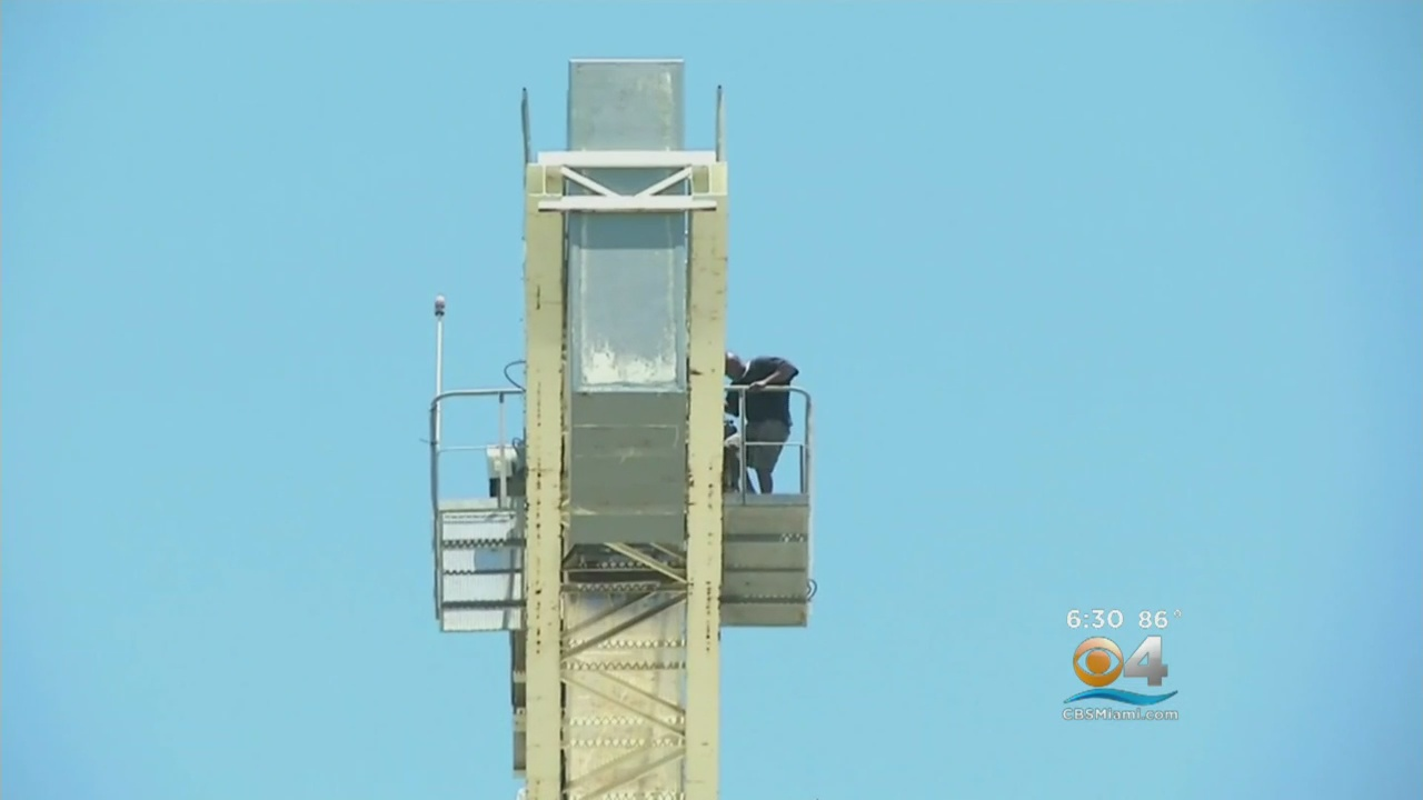 Police: Naked Man Climbs Up Hollywood Crane, Drops Down Debris