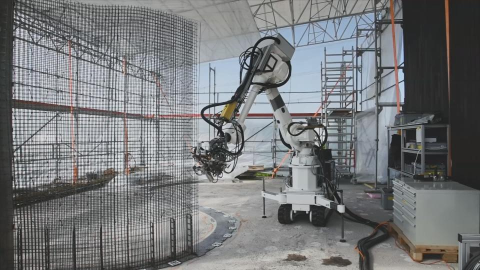 Robot builders working on Swiss digitally fabricated house