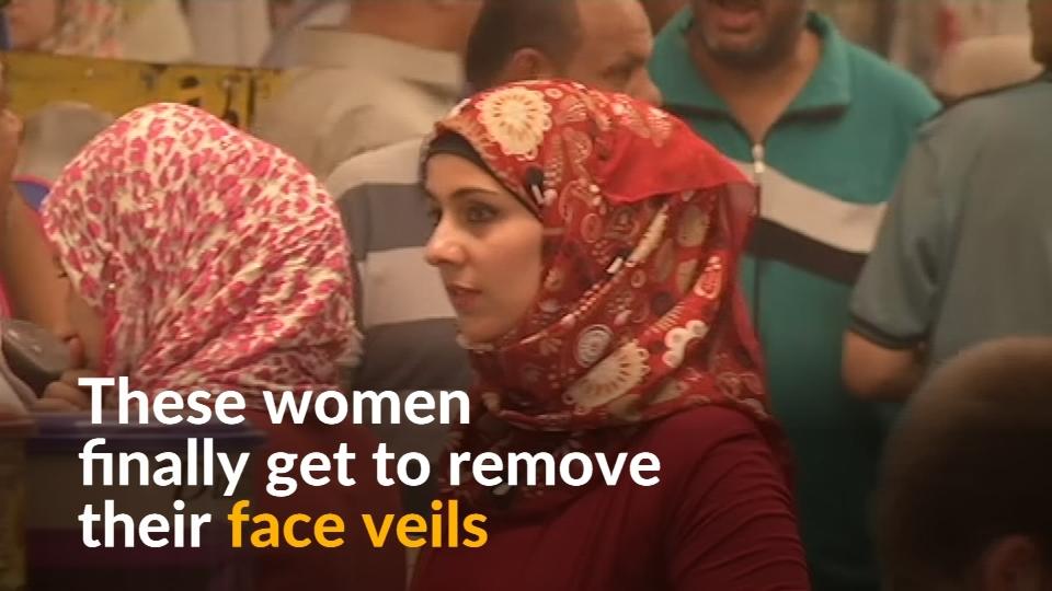 Iraqi women remove face veils post-Islamic State
