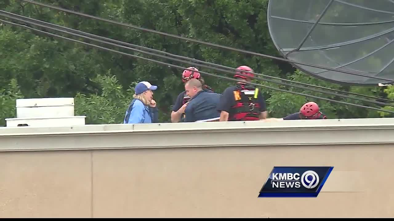 Fire crews rescue 2 people trapped by flooding in KC bar