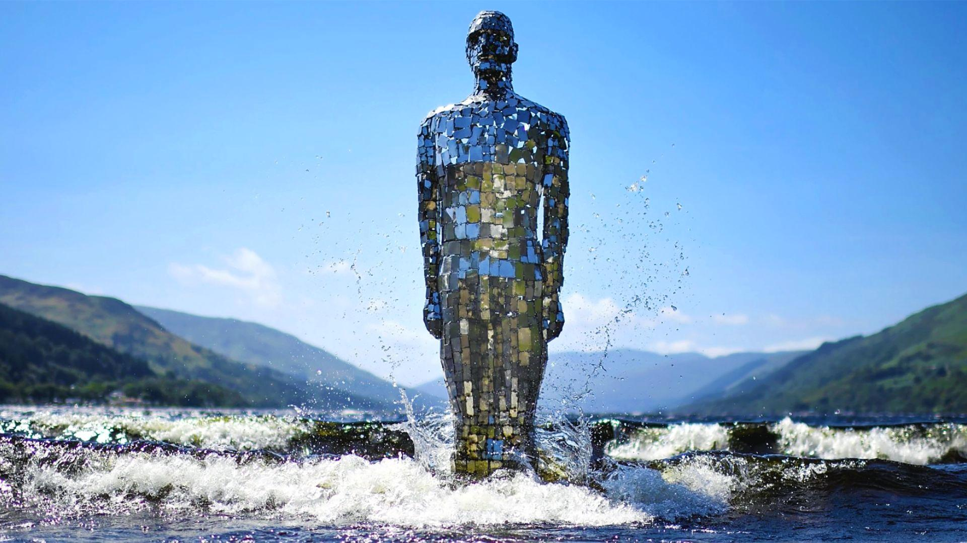 The Story Behind Mirror Man, a 9-Foot-Tall Statue in Scotland