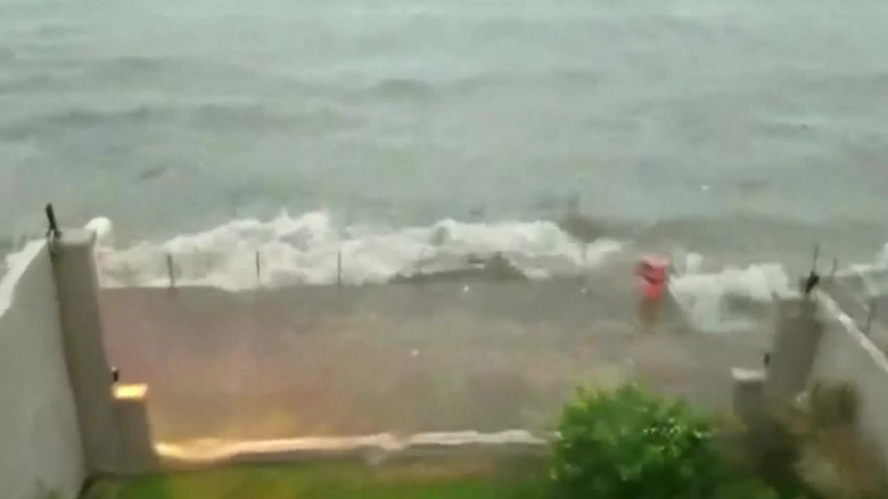 3 Dead As Typhoon Slams Hong Kong