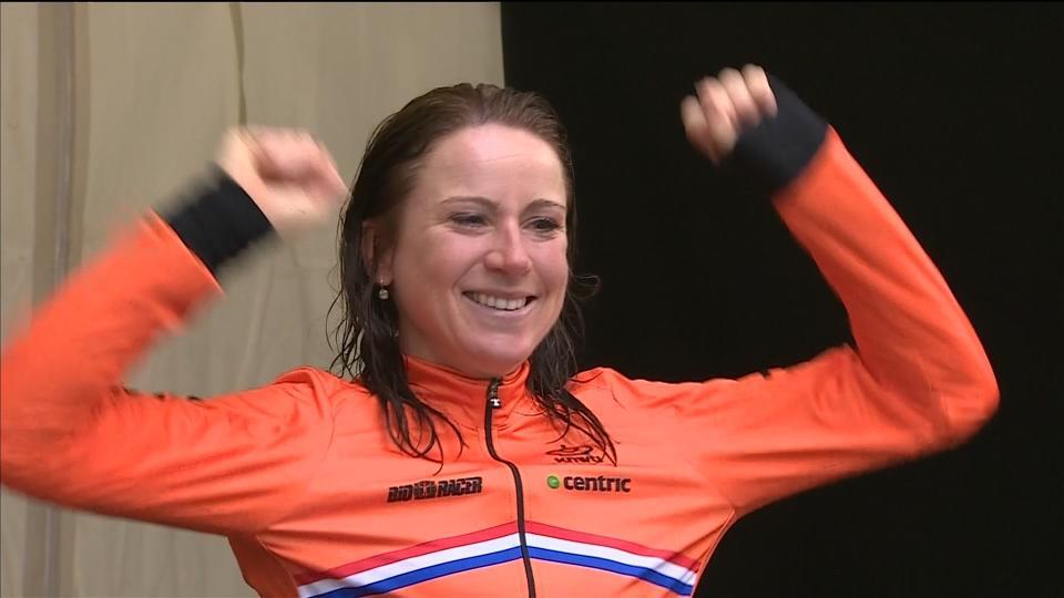 Annemiek van Vleuten wins women's time trial to become world champion
