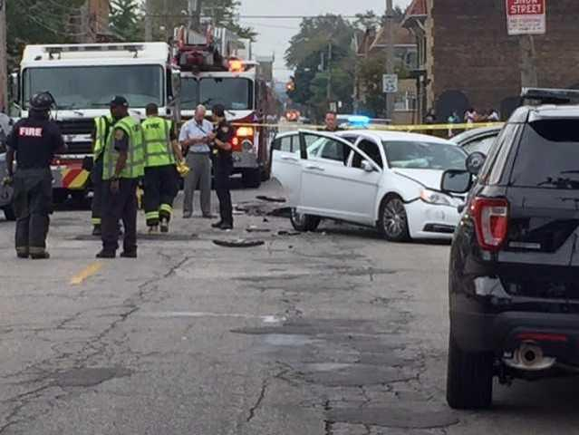 Bank robbery suspects crash vehicle on Cleveland's east side, 4 injured